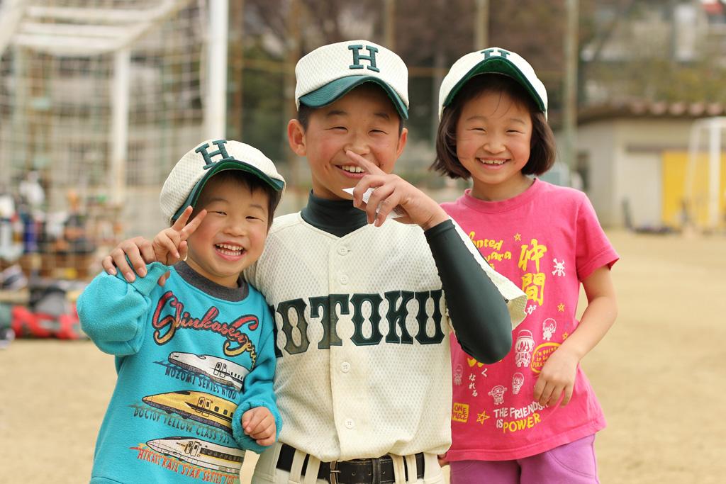 「3人ともおなんじ顔!」 弟くんは「背番号10がいい」らしい