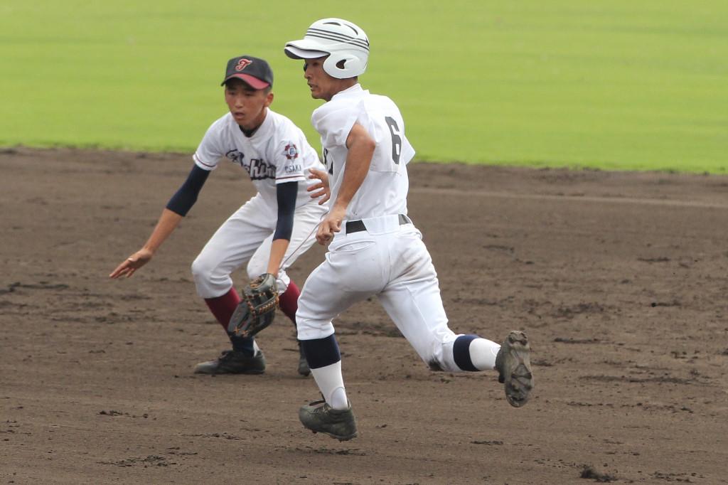 チーム1の走塁巧者、2年生の森下君。今日は足で豊島をかき回し、先制のホームイン