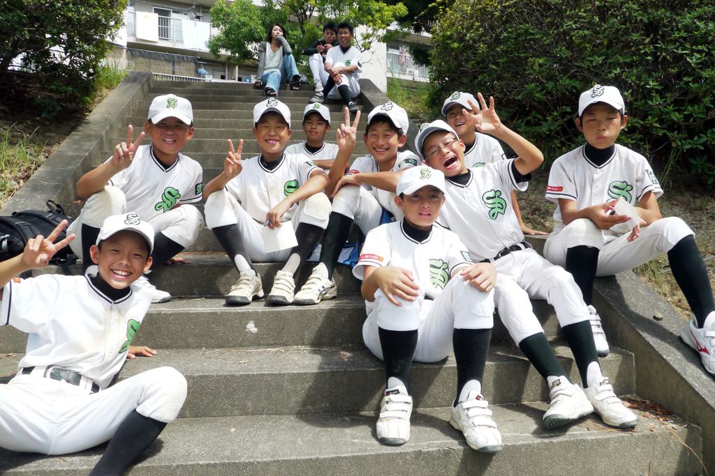 これもレア写真。2013年2月撮影の桜井谷少年野球部。河原仁君は手前左。(おかちん撮影)