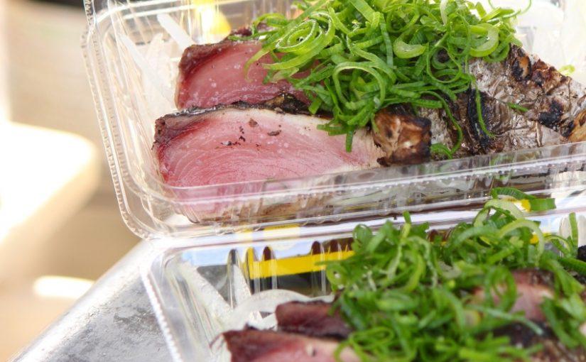 黒潮が運ぶ甘みと香ばしさの絶品土佐料理 かつおの藁(わら)焼きたたきが千里ニュータウンで買える!