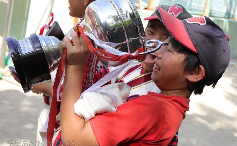 「ゴールデンカップで祝杯!」など 決勝戦・閉会式 スナップ写真 第43回朝日旗千里NT大会